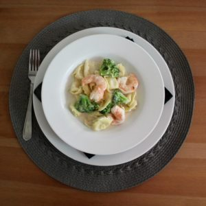 shrimp-and-broccoli-with-cheese-tortellini-00