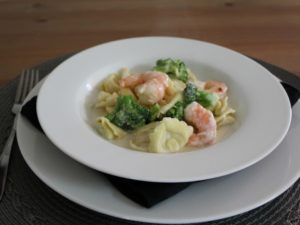 shrimp-and-broccoli-with-cheese-tortellini-01